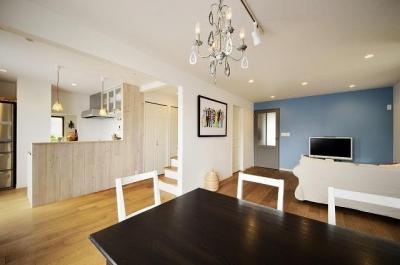 リビングダイニングキッチン (実家を完全分離の二世帯住宅に。デザインにもこだわった理想のすまい。)