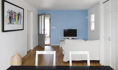 実家を完全分離の二世帯住宅に。デザインにもこだわった理想のすまい。 (リビング)