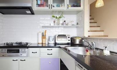 実家を完全分離の二世帯住宅に。デザインにもこだわった理想のすまい。 (キッチン)