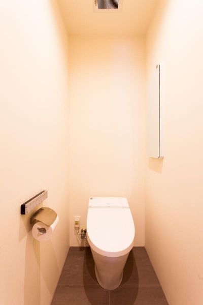 トイレ (「一緒にいること」と「一人でいること」が共存する場所)