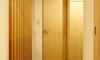 玄関|無垢材と左官壁のシンプル空間(浦和区のリノベーション)