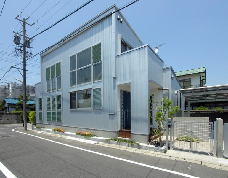 岐阜の家 (窓が多い外観)