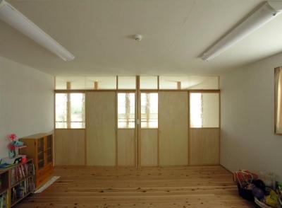 ステンドグラスを使った2階の間仕切り (岐阜の家)