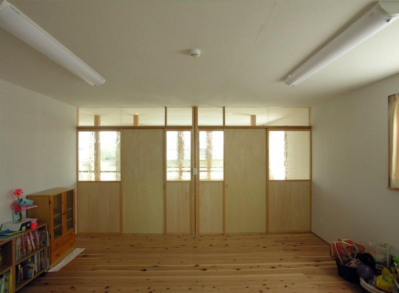 岐阜の家の部屋 ステンドグラスを使った2階の間仕切り