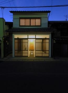 犬山の家 (格子戸のある外観-ライトアップ)