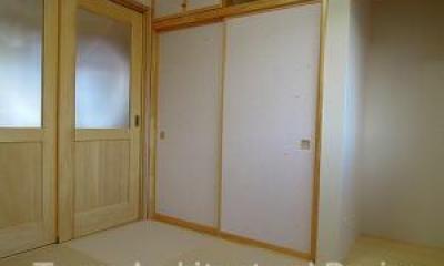house-NMY (クリーム色の畳を使用してリビングと一体に使用できる和室)