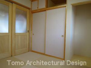 house-NMYの写真 クリーム色の畳を使用してリビングと一体に使用できる和室