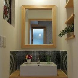 玄関ホールから利用する洗面コーナー