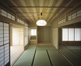 上諏訪の家の部屋 広々とした和室