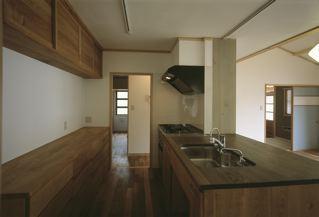 上諏訪の家の部屋 木を感じるキッチン