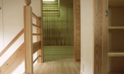 上諏訪の家 (収納のある廊下)