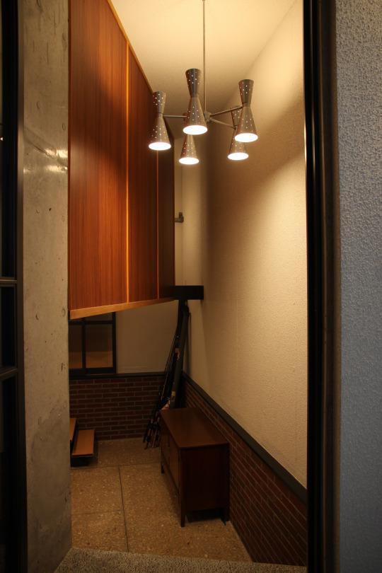 住居兼ワークスペースの写真 収納たっぷりの玄関