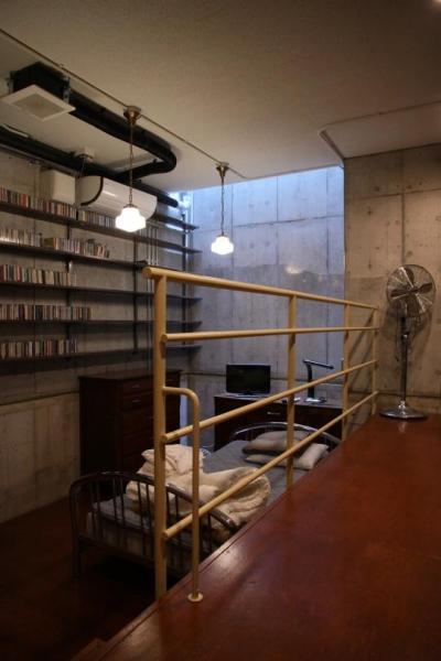 住居兼ワークスペース (ベッドルームにある壁収納)
