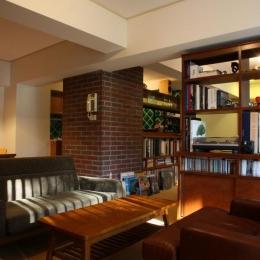 森の見えるヴィンテージマンション (アメリカのホテルのような落ち着いた雰囲気の空間)