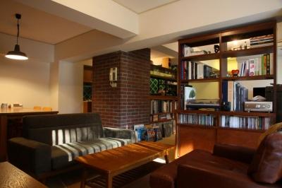 アメリカのホテルのような落ち着いた雰囲気の空間 (森の見えるヴィンテージマンション)