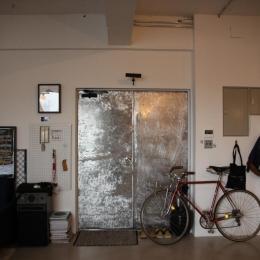 90平米のワンルーム (インパクトのある玄関)