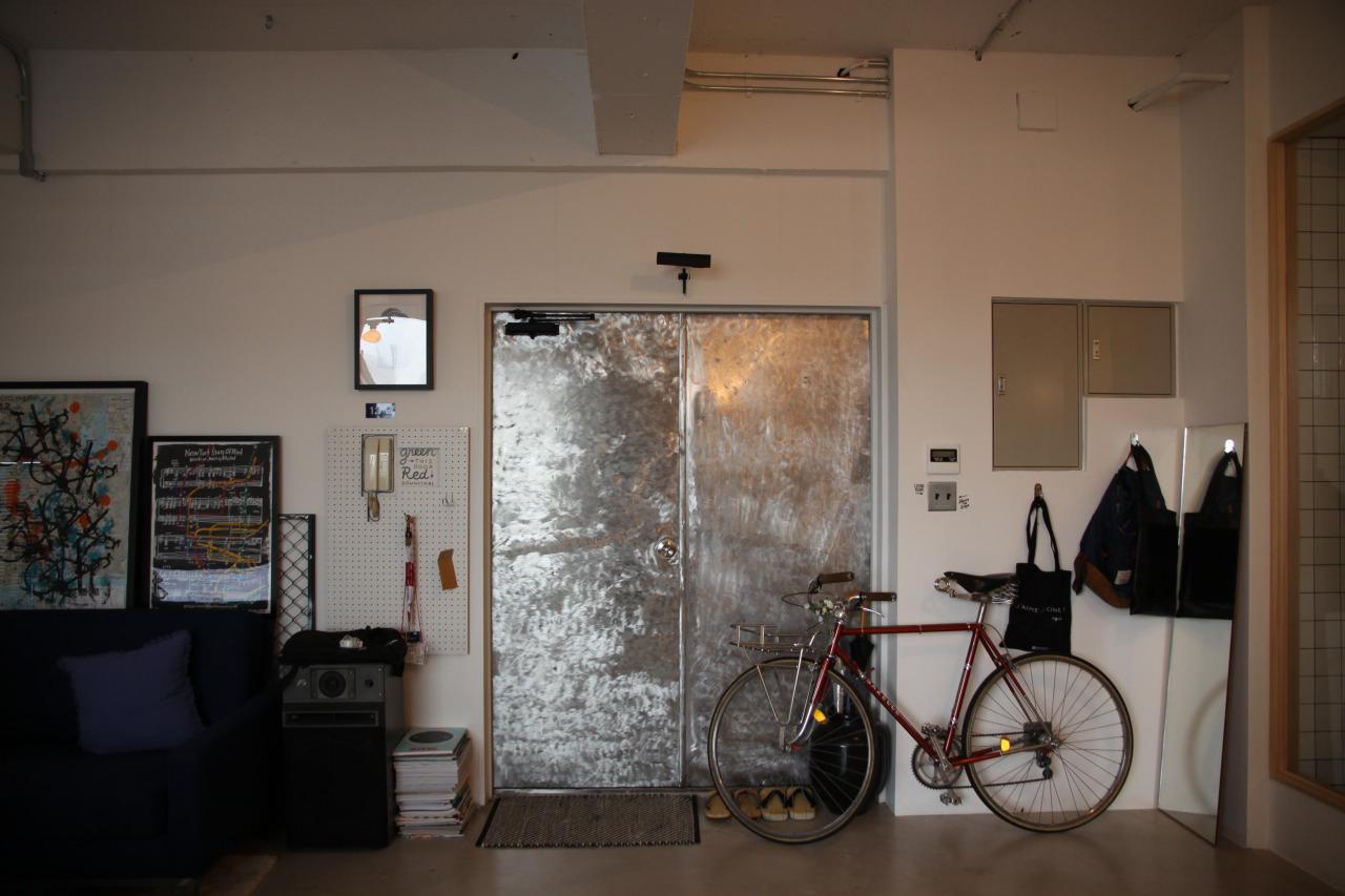 90平米のワンルームの部屋 インパクトのある玄関