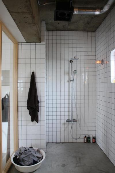 90平米のワンルーム (シャワールーム)