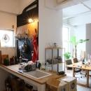 90平米のワンルームの写真 光が差し込むコンパクトなキッチン