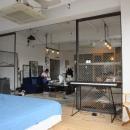 90平米のワンルームの写真 金網で仕切ったベッドルーム