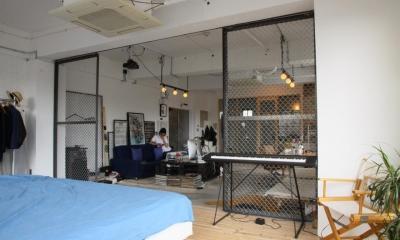 90平米のワンルーム (金網で仕切ったベッドルーム)