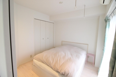 明るい寝室2 (北欧×フレンチアンティーク風へ、全面リノベーション!)