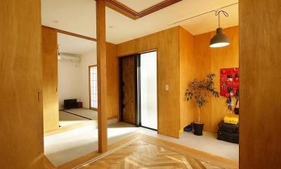 大きな窓から見える富士山を楽しめる、明るい2階リビングの住まい (玄関)