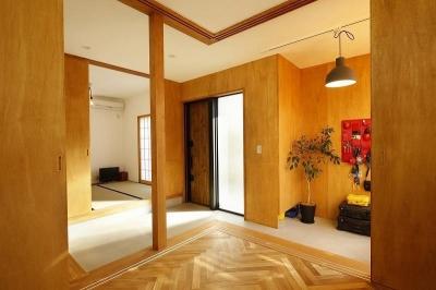 玄関 (大きな窓から見える富士山を楽しめる、明るい2階リビングの住まい)