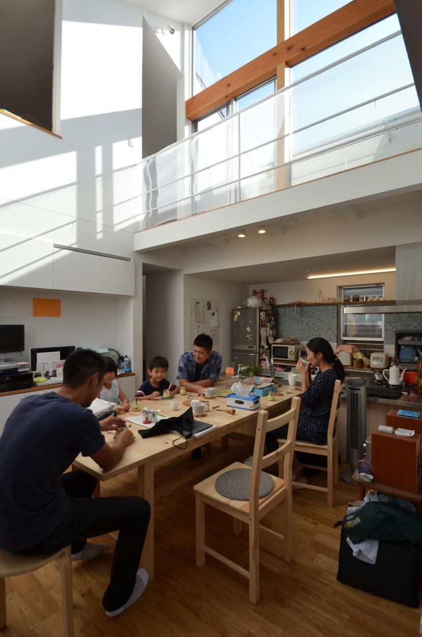 建築家:遠藤誠「名古屋M邸-高窓のある吹抜け空間を中心としたかもめ食堂-」