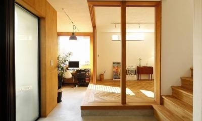 大きな窓から見える富士山を楽しめる、明るい2階リビングの住まい