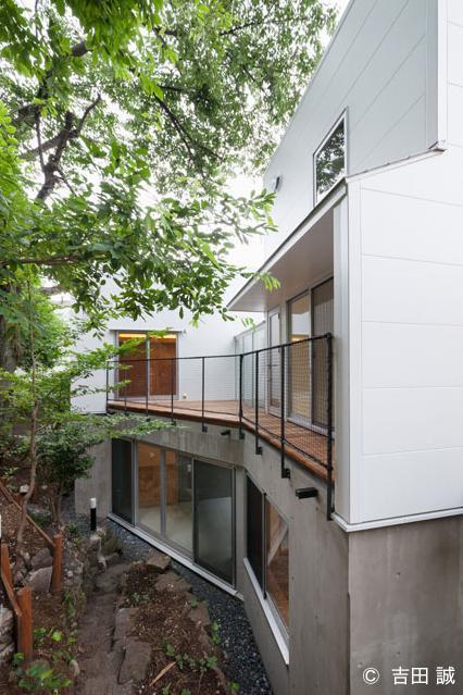 三鷹井の頭戸建てリノベーションPJの部屋 ウッドデッキが広がる外観