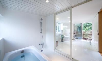 三鷹井の頭戸建てリノベーションPJ (白で統一されたバスルーム、トイレ、洗面コーナー)