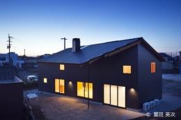 高松の住宅2 (個性的な外観-ライトアップ)