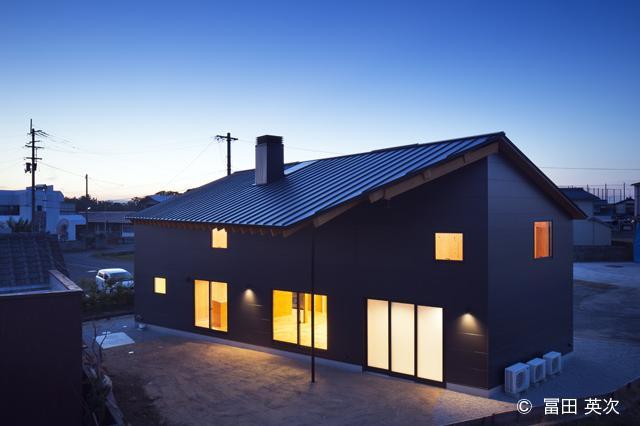 個性的な外観-ライトアップ (高松の住宅2)