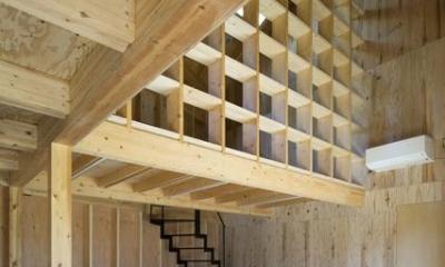 高松の住宅2 (シンプルな階段と個性的な間仕切り)