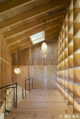 高松の住宅2 (天窓のある廊下)