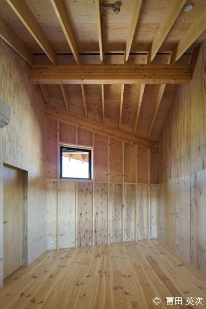 高松の住宅2の部屋 木を感じる洋室