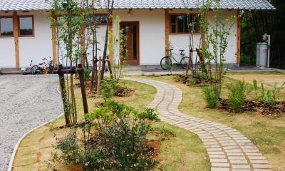 御柱-ibusiの舎 (庭)