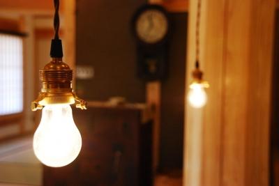 御柱-ibusiの舎 (照明)