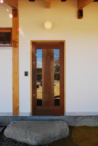 玄関 (御柱-ibusiの舎)