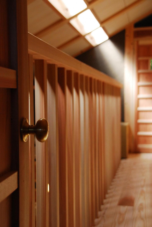 御柱-ibusiの舎 (廊下)