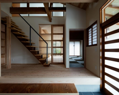光と風を取込む階段を中心としたリノベーション -HO邸リノベーション- (階段・玄関)