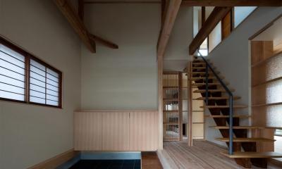 光と風を取込む階段を中心としたリノベーション -HO邸リノベーション- (玄関)