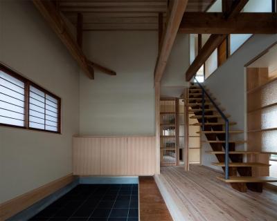 玄関 (光と風を取込む階段を中心としたリノベーション -HO邸リノベーション-)