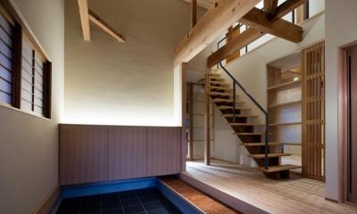 光と風を取込む階段を中心としたリノベーション -HO邸リノベーション- (玄関(夜景))
