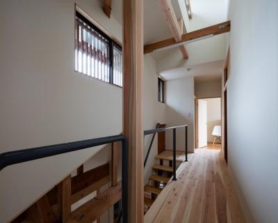 光と風を取込む階段を中心としたリノベーション -HO邸リノベーション- (2F廊下)