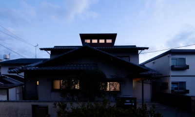 光と風を取込む階段を中心としたリノベーション -HO邸リノベーション- (外観(夜景))