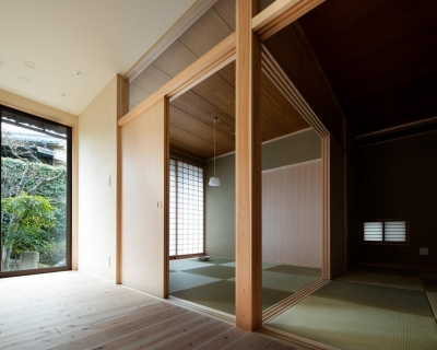 リビング内のサンルームと和室 (光と風を取込む階段を中心としたリノベーション -HO邸リノベーション-)