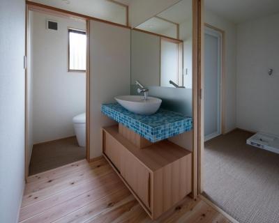 洗面所 (光と風を取込む階段を中心としたリノベーション -HO邸リノベーション-)