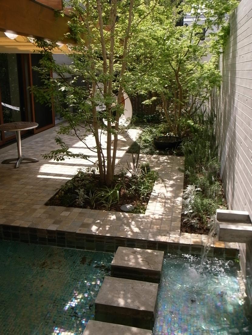 建築家:遠藤誠「深沢S邸-空間が連続し家族が繋がる立体回遊プラン-」